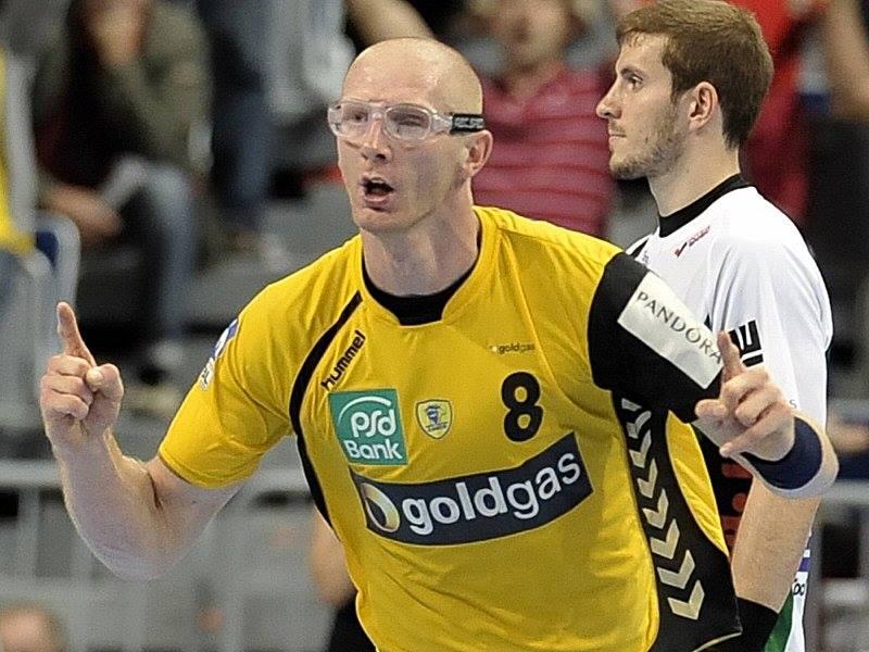 Poljski Rukometaš Karol Bielecki je u dresu nemačkog Lovena briljirao u povratničkom meču na parket posle teške povrede, zbog koje je ostao bez oka.