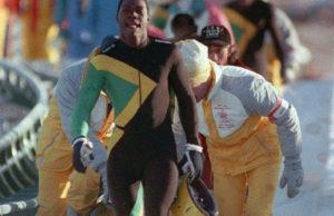 A onda u trenutku kao iz bajke, iako dobro ugruvani sportski junaci sa Jamajke odlučuju da ipak pređu liniju cilja. Izlaze iz boba i u laganoj šetnji gurajući polako bob prelaze liniju cilja na oduševljenje prisutne publike.