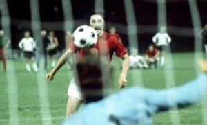 Čeh Antonjin Panenka je na EP u Beogradu 1976, izveo penal na način koji viđen do tad
