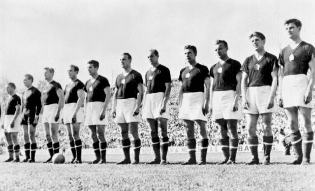 Mađarski fudbalski tim sa svetskog prvenstva u Švajcarskoj 1954, poznat i kao Laka Konjica.