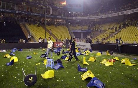 Veliku štetu pretrpeo je stadion Fenerbahčea posle nereda navijača.