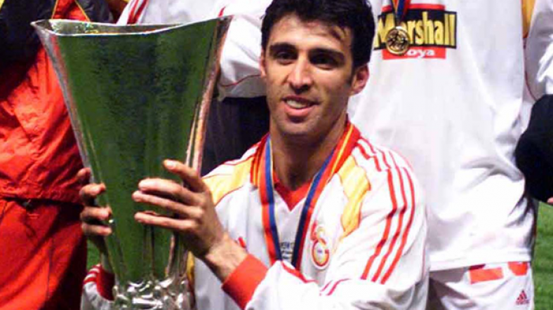 Hakan Šukur je sa Galatasarajem osvojio Kup Uefa 2000. godine.