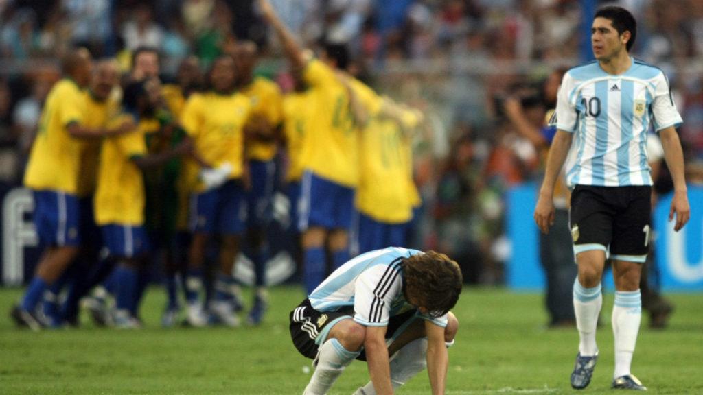 Favorizovani argentinski fudbaleri bili su u šoku posle ubedljuvog poraza od Brazila u finalu Kopa Amerika 2007. godine.
