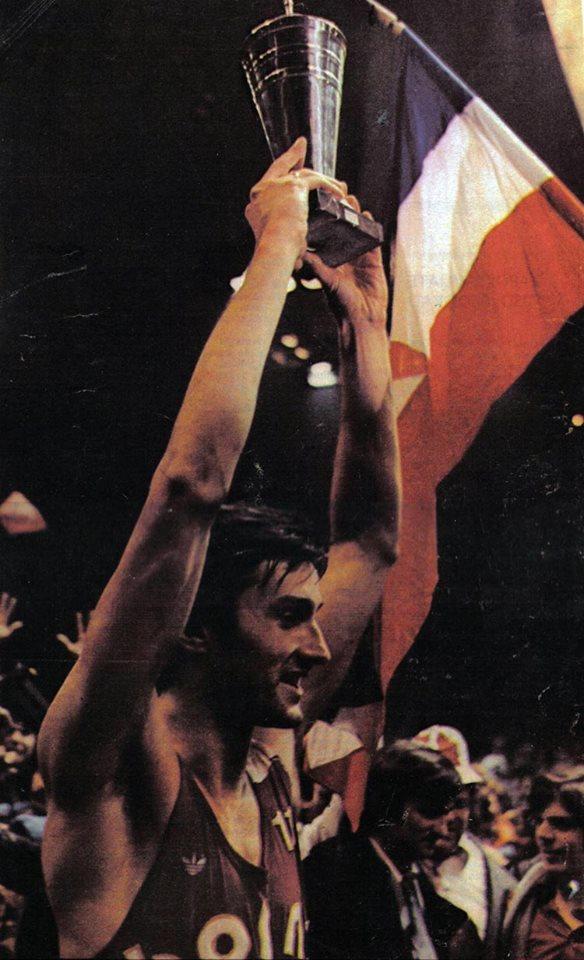Bosna je prvak Evrope! Prva ekipa iz jugoslavenske lige koja je uspela ostvariti takav rezultat, rezultat o kom se još uvek priča sa osmehom na licu. U finalu su Bosnu predvodili Mirza Delibašić, Ratko Radovanović i pre svih kapiten Žarko Varajić, koji je postigao čak 45 poena i koji je prvi podigao šampionski pehar.