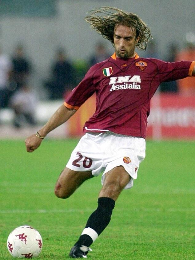 Dve sezone ostaje u Romi sa kojom osvaja Skudeto u sezoni 2000/2001 i na 28 utakmica postiže 20 golova.