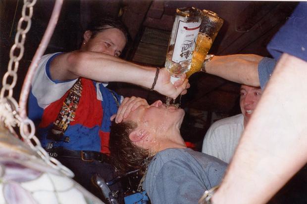 Pol Gaskojn je bio razapet u Engleskim medijima zbog opijanja tokom turneje Engleske reprezentacije po dalekom istoku.