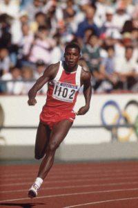 Elegantnim pokretima, prelepim stilom trčanja, odrazom kao kod Majkl Džordana, inteligencijom… je sa neverovatnom lakoćom obarao rekorde u nekoliko atletskih disciplina i osvajao publiku širom sveta – po mnogima najveći atletičar svih vremena, Legendarni Karl Luis.
