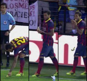 Dani Alves spremao se da izvede korner, kada je iz publike doletela ispred njega banana. Međutim, Brazilac se uopšte nije potresao na ovaj očigledan rasisistički napad na njega, već je odgovorio neviđenim potezom, šmekerski je uzeo bananu, oljuštio je, pojeo, pa izveo udarac iz ugla.