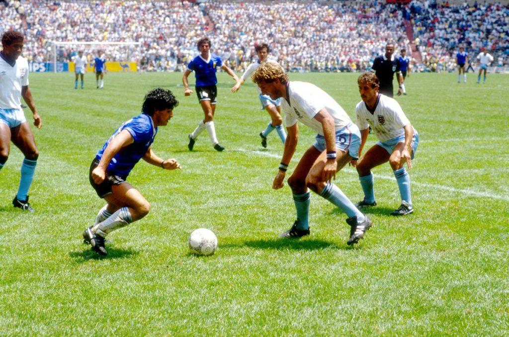 Dijego Maradona je pretrčao gotovo 60 metara za deset sekundi, nanizao četvoricu protivničkih igrača Pitera Bardslija, Pitera Rida, Terija Bačera (dva puta) i Terija Fenvika, a potom predriblao i čuvenog Pitera Šiltona i posla loptu u nebranjenu mrežu.