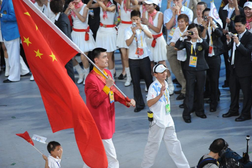 Verovatno najveću čast u karijeri Jao Ming je dobio 2008. godine, kada je izabran da nosi kinesku zastavu na otvaranju Olimpijskih igara u Pekingu.