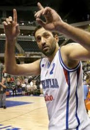 Vlade Divac bio je najbolji igrač Jugoslavije u prvom poluvremenu meča sa Amerikancima.