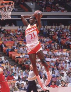 Dominik Vilkins je jedan od najboljih NBA igrača sa sredine i kraja osamdesetih i sa početka devedesetih godina prošlog veka. Nažalost, nije uspeo da se dokopa šampionskog prstena u NBA ligi, ali ga svi ljubitelji košarke pamte po fantastičnim zakucavanjima koja su ostavljala bez daha publiku širom sveta
