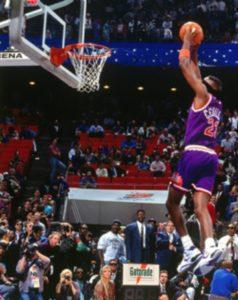 Sedrik Sebalos je na All-Star-u 1992. godine izveo zakucavanje sa povezom preko očiju.