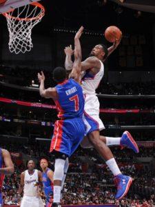"""Džordan je sredinom druge četvrtine na meču protiv Detroit Pistonsa 2013. godine primio """"alley-oop"""" dodavanje od Krisa Pola i žestoko zakucao """"počistivši"""" ispred sebe beka gostiju Brendona Najta. Svi u """"Stejpls centru"""" su ostali raspamećeni, publika i ostali igrači nisu mogli da veruju na koji je način Džordan zakucao loptu u koš."""