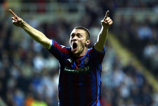 Ivica Ilijev je svojim golom doneo pobedu Partizanu u regularnom delu meča u Njukaslu.