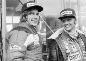 Sa jedne strane je Niki Lauda, sa druge Džejms Hant, jedan je bio kao voda, drugi kao vatra. Jednog vodi racio, drugog testosteron. Suparnici u mitskom okršaju sedamdesetih godina na stazama Formule 1. Rivalstvo dvojice legendarnih vozača bilo je isključivo i samo na stazi. Lauda i Hant bili su veoma dobri prijatelji van staze, ali su ulaskom u bolide sve to ostavljali daleko iza sebe.
