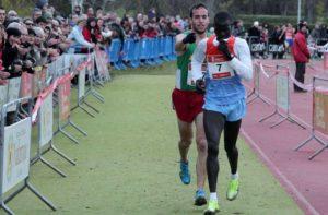 Vodio je na toj trci u Burladi prvi favorit Kenijac Abel Mutai i činilo se da je njegova pobeda izvesna. Ipak, već sigurni pobednik Mutai desetak metara pre cilja se zaustavlja, misleći da je prošao cilj. Posle nekoliko sekundi, za njim se pojavljuje drugoplasirani Anaja i shvativši šta se događa, nije želeo da zloupotrebi situaciju i na taj način zabeleži pobedu, već je rivalu pokazao pravo mesto cilja trke i polako iza njega ušao u cilj.