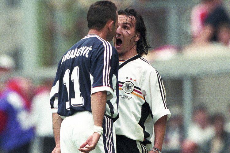 Interesantan momenta desio se kada je Siniša Mihajlović posle jednog duela sa Jensom Jeremisom zbog burne reakcije pljunuo Nemca