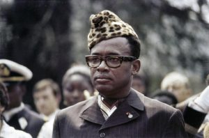 """Mobutu Sese Seko, tadašnji surovi vladar te zemlje poručio igračima da od Brazila ne smeju da izgube sa više od 3 : 0, a i igrači su u međuvremenu saznali da neće biti plaćeni. Kolika je bila tenzija i strah kod igrača afričke reprezentacije najbolje je ilustrirao upravo potez Ilunge. Mvepu se posle prvenstva šalio na svoj račun rekavši da će ući u istoriju kao prvi koji je to uradio i da će se taj potez zvati """"Mvepuov manevar"""". Ipak, desni bek je otkrio da je njegova reakcija prouzrokovana pretnjama upravo diktatora Zaira ukoliko zabeleže još jedan težak poraz."""
