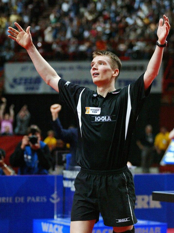 Austrijanac Verner Šlager je 2003. godine u pariskom Bersiju napravio verovatno najveće iznenađenje u istoriji Svetskih prvenstava u stonom tenisu. Iako su mu do tada najveći uspesi u karijeri bile bronzane medalje sa SP u Ajndhovenu 1999. i EP u Zagrebu 2002. godine, Verner Šlager je na impresivan način u Parizu došaso do svoje prve, a ispostaviće se i jedine titule šampiona sveta.
