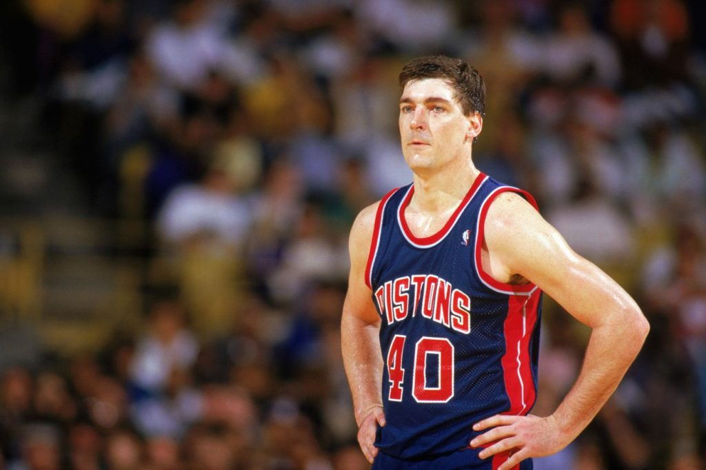"""Posebna priča je Bil Lembir, """"najgori"""" član """"Loših momaka"""". Lembira su voleli jedino navijači Pistonsa i niko više. On je bio fanatik, a pored takvog igrača ni ostali nisu smeli da pruže na parketu ništa manje od maksimuma."""