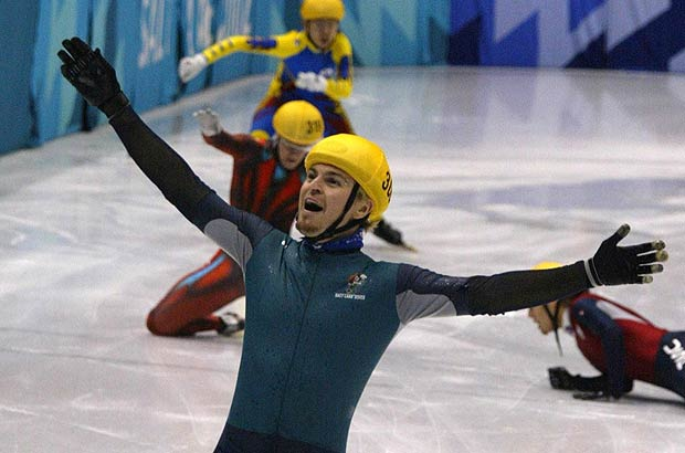 U poslednjoj krivini sva četiri konkurenta padaju, a polako stižući u cilj, Bredberi se u neverici uhvatio za glavu. Dok su se ostali vukli po ledu kako bi uzeli srebro, on je već briznuo u plač pokušavajući da svari činjenicu da je olimpijski šampion. Najneočekivaniji olimpijski šampion koga ste mogli da zamislite i prvi Australijanac sa zlatnom medaljom na zimskim Olimpijskim igrama.