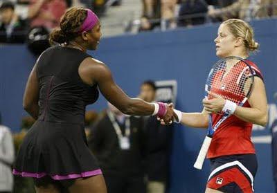 """Serena se sabrala, prišla Kim Klajsters i pozdravila sa njom. Belgijanka je rekla da joj je žao što se sve ovako završilo, na šta joj je Amerikanka rekla: """"Nema zbog čega da žališ, nije tvoja krivica."""""""