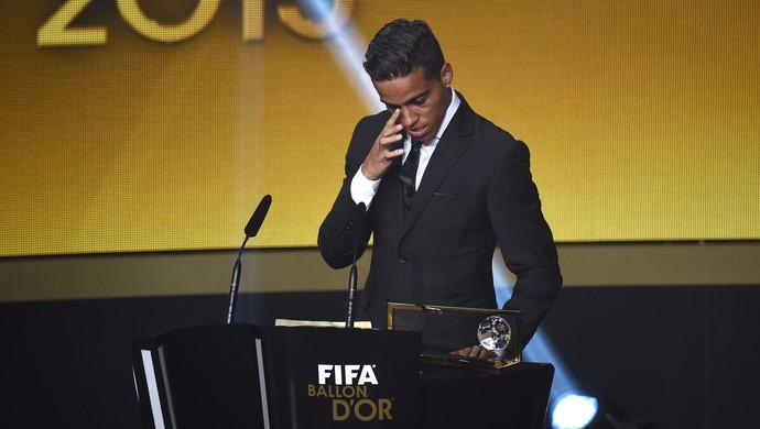 Brazilac je ostao vidno šokiran nakon što je njegov pogodak na ceremoniji u Cirihu izabran i zvanično za najlepši u 2015. godini. Toliko da je počeo da plače, a činilo se da ni sam nije mogao da veruje šta mu se dešava.