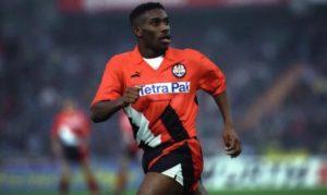 Možda ga se mlađi ne sećaju, ali Džej Džej Okoča je bio nešto nalik Ronaldinju tog vremena. Nigerijac je znao sve sa loptom, bilo ga je milina gledati, a svetskoj fudbalskoj javnosti predstavio se prvo u dresu upravo Ajntrahta.