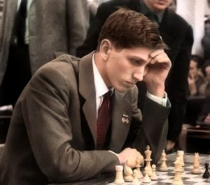 """Robert """"Bobi"""" Fišer je za šah i šahiste učinio mnogo. Bio je u stanju da čini za mnoge nemoguće stvari samo da bi se izborio za veća prava šahista, a uspeo je čak svojom harizmom da i one koji nisu imali pojma o šahu ili su jedva znali da pomeraju figure satima vezuje za sedište ili za mali ekran."""