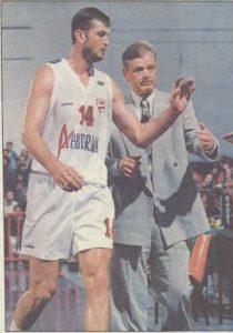 """Posle """"zelenih"""" preselio se u Panionios, gde mu je trener bio Dušan Ivković, koji ga je dobro poznavao iz reprezentacije. Ivković je postao očinska figura za Paspalja, koji je predvodio Panionios do trećeg mesta u ligi sa nizom odličnih nastupa koji su nagovestili da je posle dve možda malo slabije sezone opet na vrhuncu."""