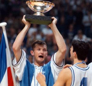 Ipak, igranje u klubovima od Budućnosti do Kindera, ostalo je u senci Žarkovih nastupa u reprezentaciji Jugoslavije.