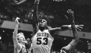 Nakon završetka srednje škole, Dokins je odlučio da ode pravo u NBA ligu i da preskoči odlazak na koledž, što je za to vreme bilo neverovatno. Prijavio se za draft, gde je izabran kao peti pik od strane Filadelfije Seventisiksersa, čime je postao prvi igrač koji je direktno iz srednje škole došao u NBA ligu. Ipak, u prvo vreme Dokins nije provodio mnogo vremena na parketu, zbog procene trenera da se još nije dovoljno fitički razvio, ali i da po igračkim kvalitetima još nije spreman za najjaču košarkašku ligu. Posle dve sezone u kojima skoro i da nije igrao, Deril u sezoni 1977/78 konačno dobija priliku da provodi više vremena na parketu.