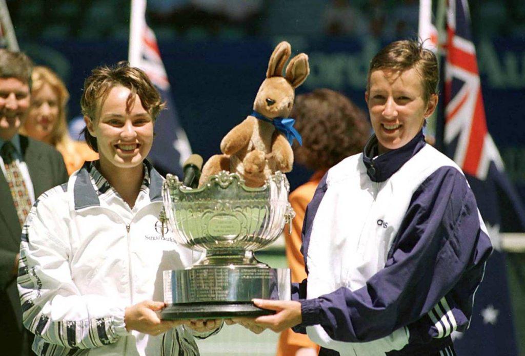 """""""Švajcarski devojčurak"""" kako su mediji tih dana prozvali Hingisovu, tituli u singlu pridodala je i šampionski pehar u dublu, koji je osvojila zajedno sa Natašom Zverevom, za perfektni """"Ozi open"""" 1997. godine."""
