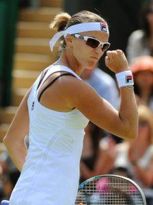 """Meč Jaroslave Švedove i Sare Erani u trećem kolu Vimbldona 2012. godine, ostaće zlatnim slovima upisan u teniskoj istoriji. I bukvalno će ostati upisan zlatnim slovima, jer je kazahstanska teniserka osvojila prvi set sa 6:0, da pritom nije niti jedan poen prepustila svojoj suparnici, a u teniskoj terminologiji tako osvojeni set zove se - """"zlatni set""""."""