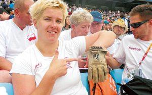 """Poljska nikada nije zaboravila svoju šampionka, pa je tako Anita Vlodarčik osvajačica olimpijskog zlata u bacanju kladiva iz Rija 2016. godine, posle osvajanja te medalje u brazilskoj prestonici otkrila da od smrti Kamile Skolimovske na svim takmičenjima nosi njenu rukavicu za bacanje i navela da će je sigurno koristiti do kraja karijere: """"I dalje bacam sa ovom rukavicom. Čuvam uspomenu na nju. Pre 16 godina je osvojila zlato u Sidneju... Srećna sam što nastavljam tradiciju."""" - rekla je odmah po osvajanju zlata Anita Vlodarčik."""