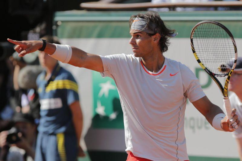 """Mnogi su posle ovog poena """"napali"""" Nadala, govoreći da je nesportski postupio zato što je """"tužio"""" Novak kod sudije, ali je činjenica da bi većina tenisera, pa i sportista u sličnoj situaciji postupili isto i da je Đoković zaista telom dotakao mrežu pre nego što je poen i zvanično bio završen."""
