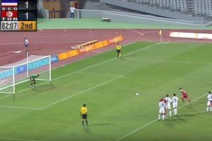 """Pri rezultatu 1:1 Ariotima je dosudio jedanaesterac za Tunis. Loptu je na 11 metara namestio Mohamed Žedidi misleći da je to samo jedan običan penal i ne sluteći da tog trenutka ulazi u istoriju. Tunižanin je lagano savladao golmana Milojevića, ali je sudija pokazao da će penal morati da se ponovi. A onda i drugi, pa treći, pa četvrti… Tek šesti penal sudiji """"perfekcionisti"""" bio je regularan. Prvi penal izveden je u 79. minutu, a šesti u 83. minutu."""