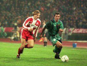 U prvom poluvremenu Zvezda je bila ravnopravna sa velikom Barselonom, Perica Ognjenović i Bratislav Živković bili su nezaustavljivi.