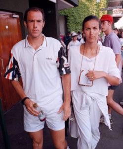 """Džefova supruga, Benedikt Tarango, sačekala je nesrećnog Reboa ispred svlačionice i """"opalila"""" mu dva šamara! Tarango je za celokupni """"cirkus"""" koji je napravio zajedno sa svojom suprugom, dobio kaznu od 63.000 dolara i suspenziju učešća na dva Grand Slem turnira, uključujući i Vimbldon sledeće godine."""