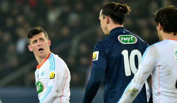 Džoi Barton ismevao je Zlatana Ibrahimovića zbog veličine njegovog nosa.