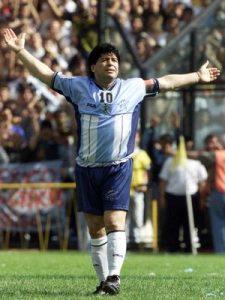 11. novembra 1997. godine karijeru je završio za mnoge najbolji igrač svih vremena Dijego Armando Maradona. Stadion u Buenos Ajresu bio je premali da primi sve koji su želeli poslednji put da vide slavnog Maradonu u akciji.