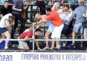 Veliku utakmicu između Srbije i Crne Gore i Hrvatske kojom je završeno 26. prvenstvo Evrope u vaterpolu 2003. godine u Kranju, umesto po spektakularnim potezima, golovima i velikoj borbi tada uz Mađarsku definitivno dva najbolja tima na starom kontinentu, publika najviše pamti po skandaloznom divljanju navijača. Sramotno ponašanje hrvatskih navijača bacilo je u senku sjajnu utakmicu, u kojoj su vaterpolisti Srbije i Crne Gore posle produžetka slavili sa 9:8 i tako odbranili evropsko zlato koje su osvojili dve godine ranije u Budimpešti.