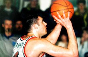 Većina ljubitelja košarke verovatne se seća jednog od najtalentovanijih ruskih košarkaša sa kraja 20-og i početka 21. veka Ruslana Avlejeva. Igrao je za najbolje ruske klubove, ali i slavni Virtus iz Bolonje, ipak ono po čemu će ga svi još dugo pamtiti, a posebno srpski sudija Milove Jovčić je njegove prebijanje Jovčića 2000. godine na meču Kupa Rajmunda Saporte između Uniksa i Bešiktaša.