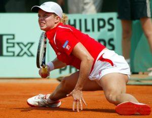 11. avgusta Kim Klajsters postaje prva teniserka planete u singlu. Tim podvigom postala je prva žena u istoriji tenisa, koja je bila na čelu WTA karavana, a da prethodno nije osvojila Grend Slem titulu. Samo nedelju dana kasnije postala je prva teniserka sveta i u dublu, čime je uspela da u istom trenutku drži prva mesta u obe konkurencije, što je podvig koji su uspele da izvedu samo nekolicina teniserki.