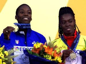 Pred start šampionata u Sevilji, skok u dalj za devojke važio je za jedno od atraktivnijih takmičenja. Pričalo se tada mnogo među atletskom publikom o duelu Fione Mej i Merion Džons, smatralo se da će Merion dominirati šampionatom, ali da će u skoku u dalj najteže doći do željene zlatne medalje, jer je u to vreme tom disciplinom dominirala Fiona Mej. U senci njihovog duela, domaća publika se nadala da će njihova nova zemljakinja Niurka Montalvo uspeti da dođe do medalje. I njihova nadanja su ispunjena, pred poslednji skok Montalvo je obezbedila bar srebrnu medalju, razdvojivši u plasmanu Mej i Džons, ali je i najbolje sačuvala za kraj.