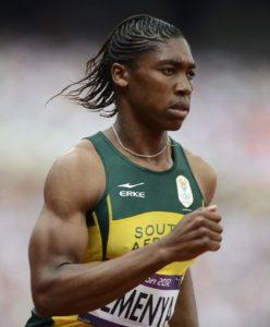 Kaster Semenja je godinu dana pre šampionata u Berlinu, na Svetskom juniorskom prvenstvu u Bidgošću ispala još u kvalifikacijama, da bi potom 6. marta 2009. godine, 800 metara pretrčala za 2:00:58, a krajem jula fenomenalnih 1:56:72. Taj njen neverovatan napredak za manje od godinu, uz fizički izgled i glas, koji nisu nimalo ženstveni, naterao je čelnika atletske federacije da se zapitaju, da li se to u stvari muškarac takmiči sa devojkama?! Da bi to utvrdili poslali su Semenju na test provere pola tri nedelje pred start šampionata u Berlinu, ali rezultati testa nisu stigli do početka takmičenja u Nemačkoj prestonici, pa je na kraju Kaster dozvoljeno da se takmiči.