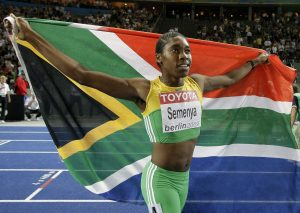 """Kaster to nije puno poremetilo, bar ne na atletskoj stazi, uverljivo je slavila u finalnoj trci i potpuno sama slavila svoj trijumf, pošto konkurentkinje nisu želele da joj čestitaju, a čini se i da publika u Berlinu nije bila na njenoj strani. Koliko su dešavanja posle trke pogodila Semenju, govorio je predsednik atletskog saveza Južne Afrike, Leonard Kuene: """"Ona nije srećna. Rekla mi je: 'Niko mi nikada nije rekao da nisam žensko dok nisam došla u Berlinu. Ja nisam muško. Zašto ste me doveli ovde? Trebalo je da me ostavite kod kuće, u selu.' Čak nije htela da se popne na podijum, ali ja sam joj rekao da mora."""""""