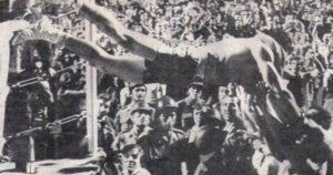 """Mate Parlov - """"Lastom"""" u publiku na """"Marakani"""" posle trijumfa protiv Adinolfija fb"""