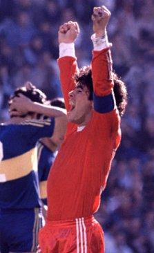 Dijego Maradona je sa 4 gola predvodio svoj tim do pobede protiv Boke.